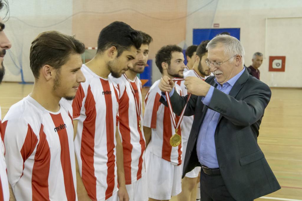 DSC00410 - Üniversite İçi Salon Futbol Turnuvası'nda Şampiyon BESYO...