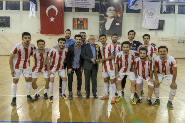 DSC00420 630x420 - Üniversite İçi Salon Futbol Turnuvası'nda Şampiyon BESYO...