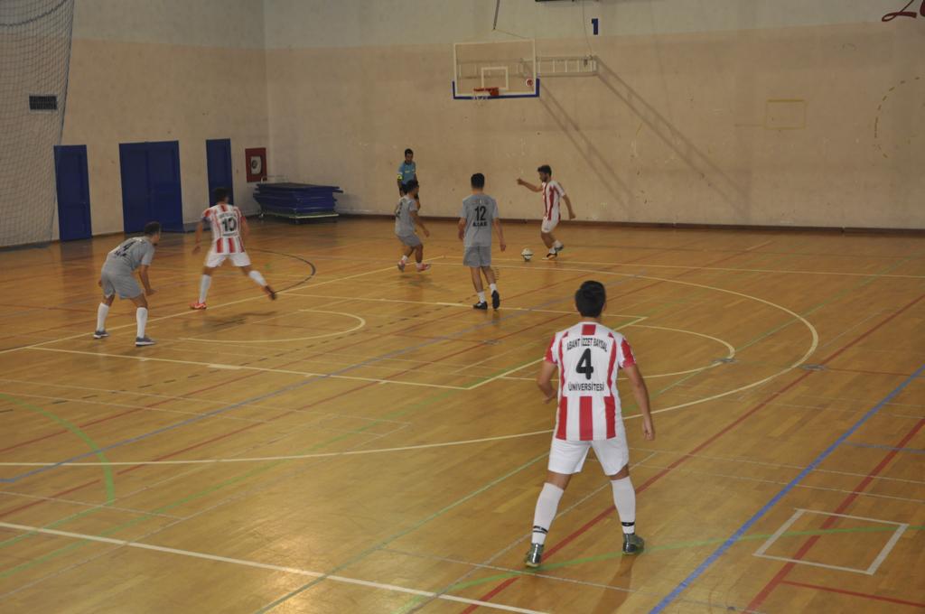 DSC 0190 - Üniversite İçi Salon Futbol Turnuvası'nda Şampiyon BESYO...
